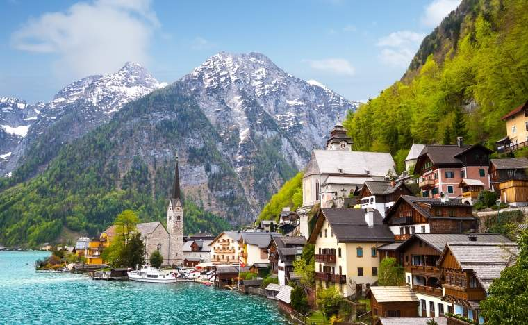 Hallstatt-town-and-lake-Austria