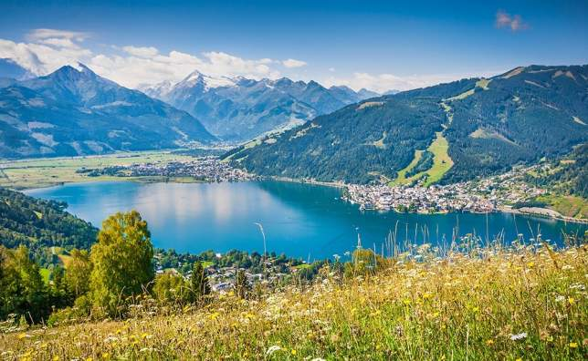 Beautiful-mountain-landscape-in-the-Alps-with-Zeller-Lake-in-Zell-am-See-Austria