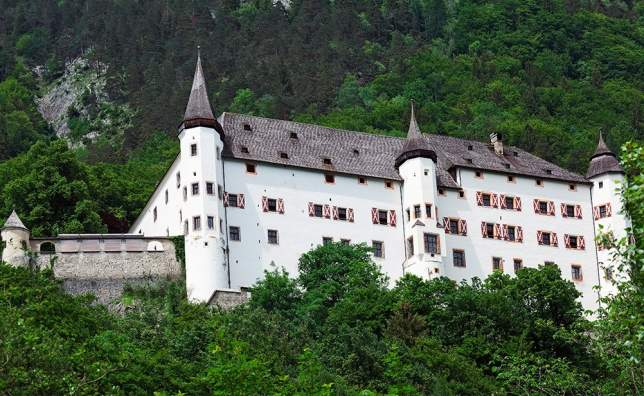 Tratzberg-beautiful-castle-in-Austria-Tyrol