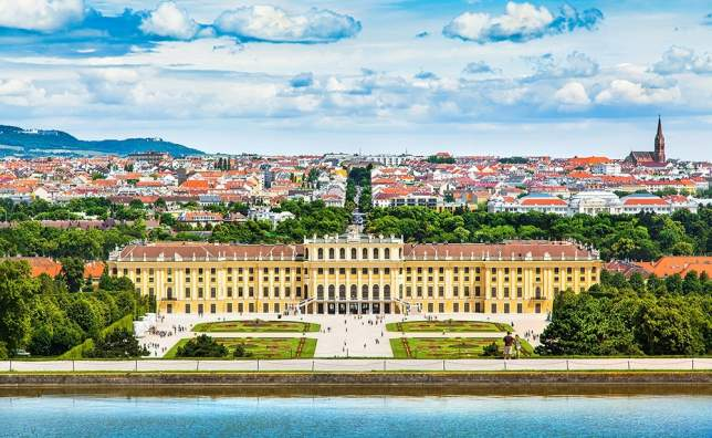 Beautiful-view-of-famous-Schonbrunn-Palace-with-Great-Parterre-garden-in-Vienna-Austria