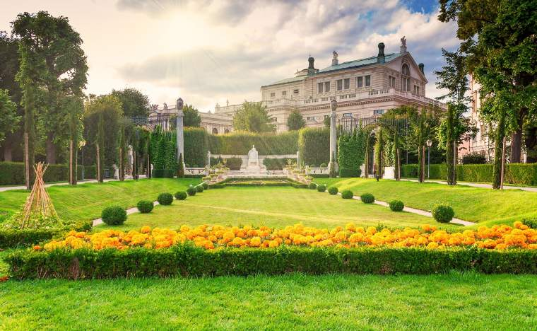 Beautiful-park-in-Vienna-Austria-and-sunlight