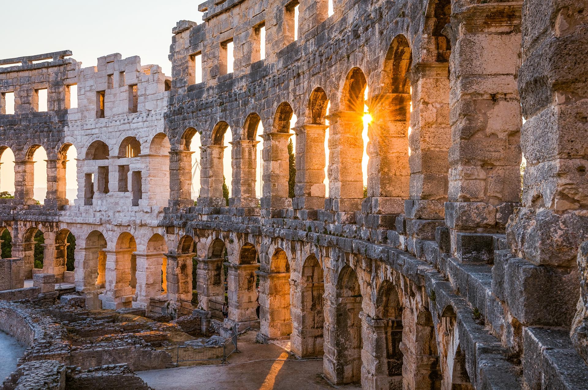 Roman-amphitheatre-Pula_shutterstock_363207185_Kayo