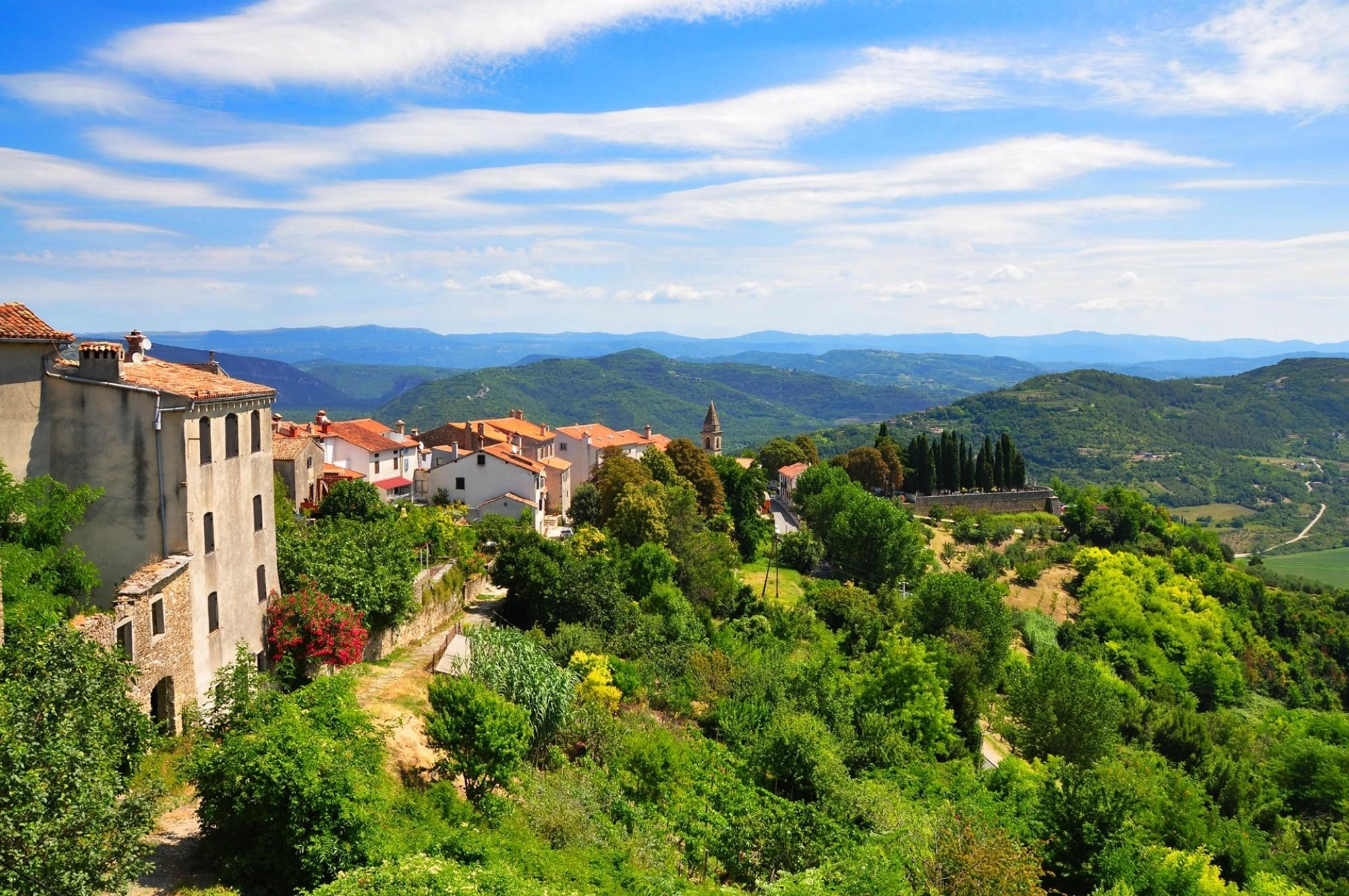 View-from-Motovun_shutterstock_702331462_sangriana