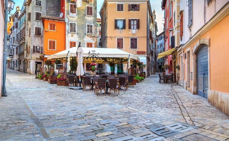 Typical-street-scene-Rovinj_shutterstock_397189126_Gaspar-Janos