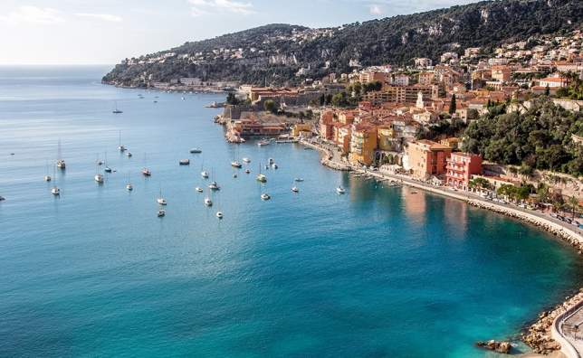Beach-of-Eze-sur-mer-in-south-of-france-with-mountain-in-the-background
