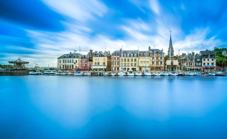 Honfleur-famous-village-harbor-skyline