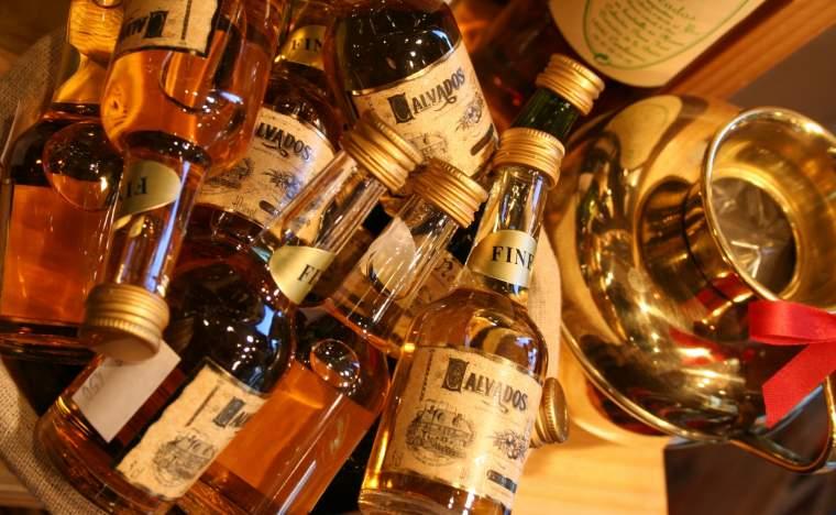 Calvados-alcool04bouteille-CALVADOS-TOURISME-libre
