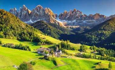 Santa-Maddalena-village-with-magical-Dolomites-mountains-in-background Trentino-Alto-Adige-region-Italy