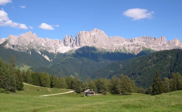 Dolomites-scenic-with-hut