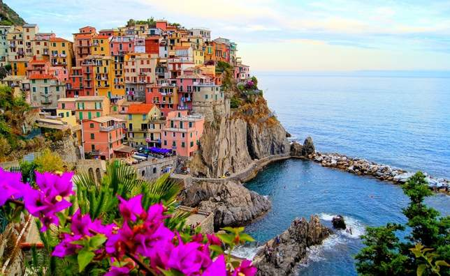 Village-of-Manarola-on-the-Cinque-Terre-coast-of-Italy-with-flowers