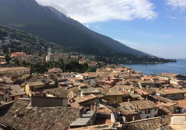 Lake-rooftop-view-from-Malcesine-castle