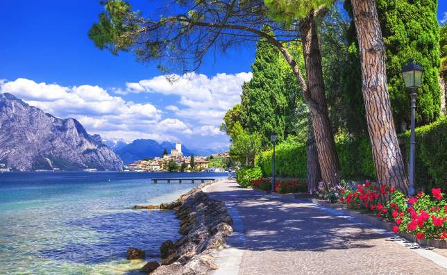 Scenery-of-northen-Itlay-Malcesine-Lago-di-garda