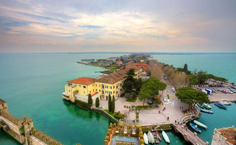 Aerial-view-from-Scaglieri-castle-on-Lake-Garda-and-town-of-Sirmione-in-Italy