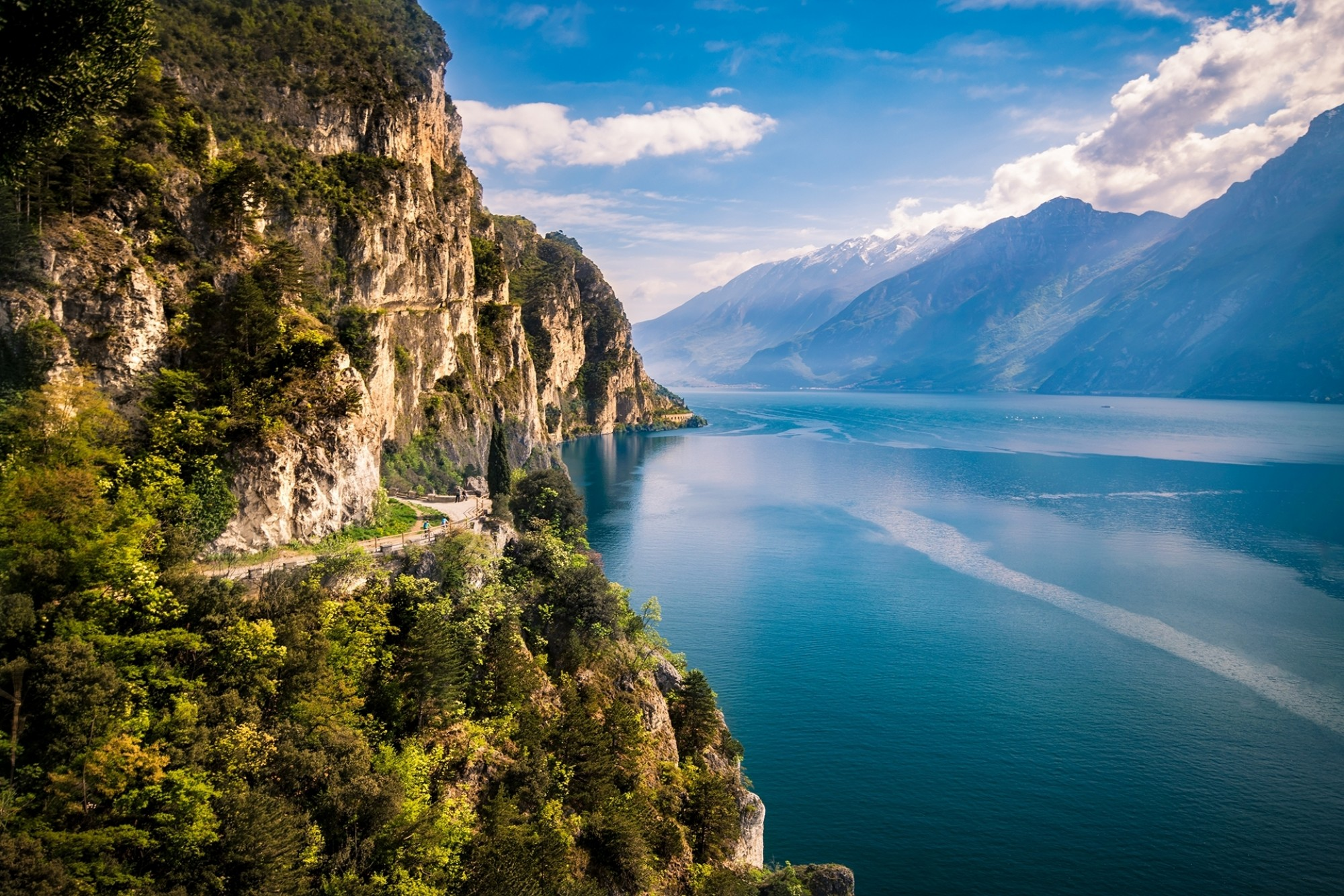 Northern-Lake-Garda_shutterstock_778059301_pointbreak
