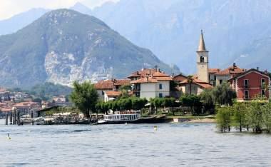 Fishing-village-Isola-dei-Pescatori-on-Lake-Maggiore-Italy