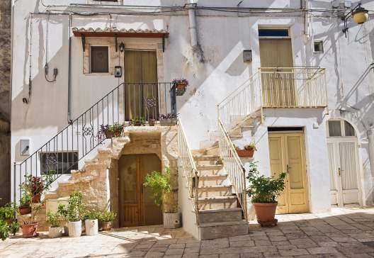 Alleyway.-Noci.-Puglia.-Italy