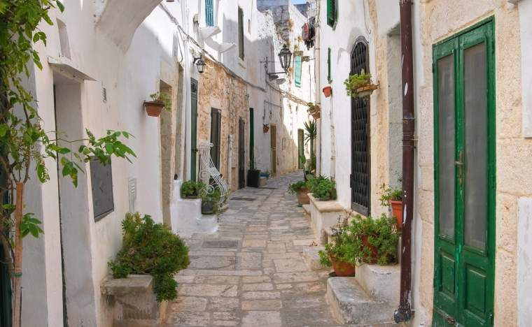 Alleyway.-Ostuni.-Puglia.-Italy