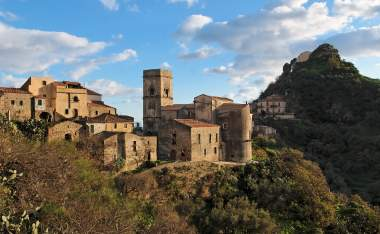 Medieval-village-of-Savoca-in-Sicily-Italy-at-sunset