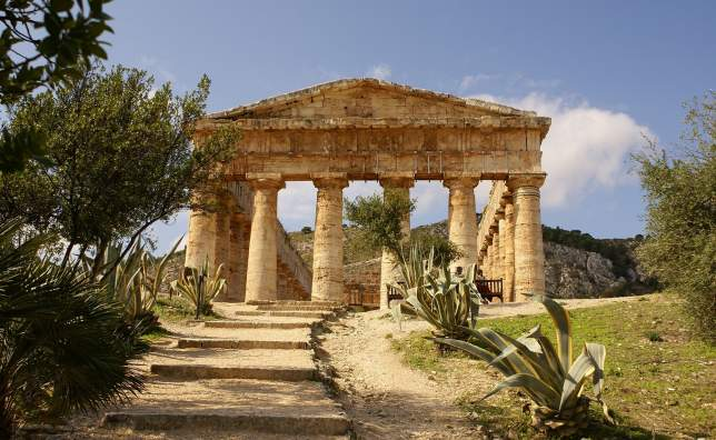 Greek-temple-in-the-ancient-city-of-Segesta-Sicily