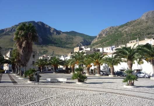 Piazza-in-castellamare-1