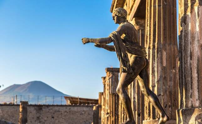 Pompeii-city-destroyed-in-79BC-by-the-eruption-of-Mount-Vesuvius-4