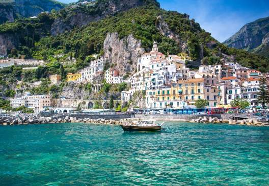 Colorful-sunny-Amalfi-town-landmark-on-Italy-Positano-coast