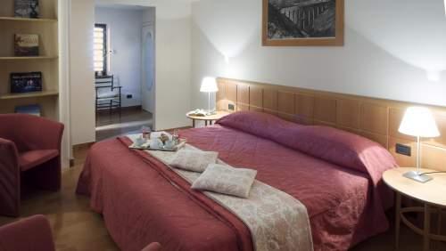 Hotel-dei-Duchi-bedroom
