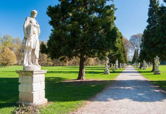 The-main-avenue-of-Querini-park-in-Vicenza-with-its-typical-ornamental-statues-and-sculptures
