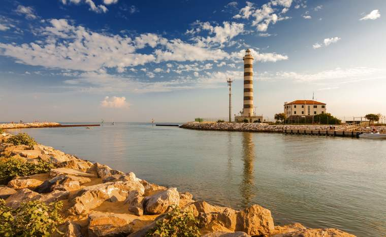 Lighthouse-on-the-beach-of-Lido-di-Jesolo-near-Venice-Veneto-region-Italy