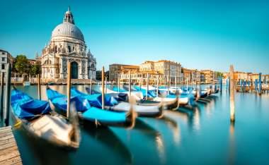 Venice-cityscape-view-on-Santa-Maria-della-Salute-basilica