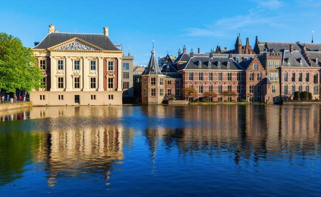 Mauritshuis-and-Binnenhof-at-the-Hofvijver-in-The-Hague-Netherlands