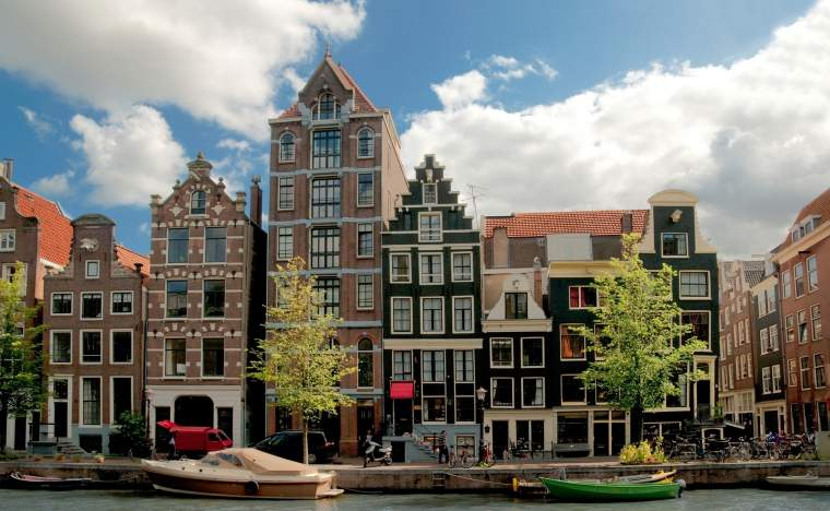 Amsterdam-canals-and-typical-houses-with-clear-spring-sky