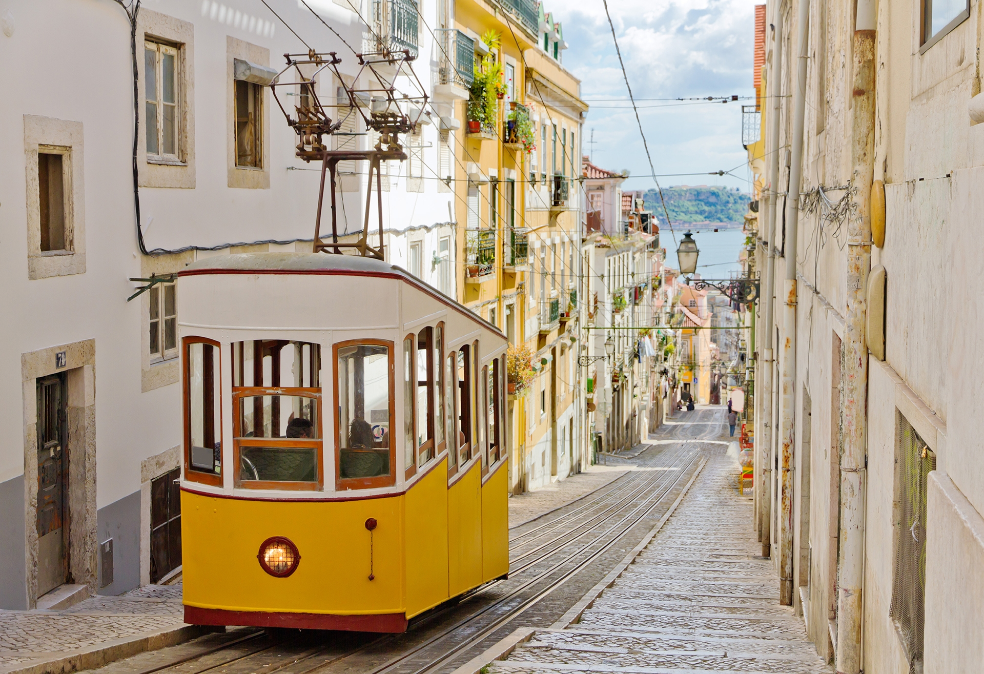 Lisbons-Gloria-funicular-located-on-the-west-side-of-the-Avenida-da-Liberdade-connects-downtown-with-Bairro