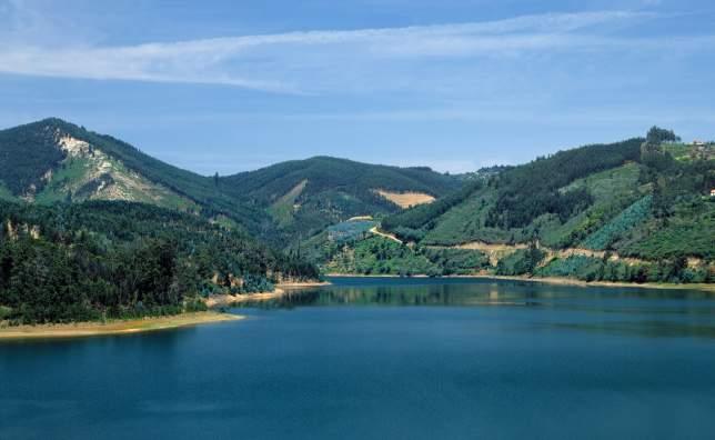 T09AZH1Y-Douro-river.- -Rui-Morais-de-Sousa