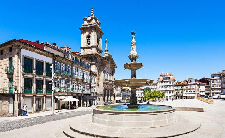 Toural-Square-Largo-do-Toural-is-one-of-the-most-central-and-important-squares-in-Guimaraes-Portugal
