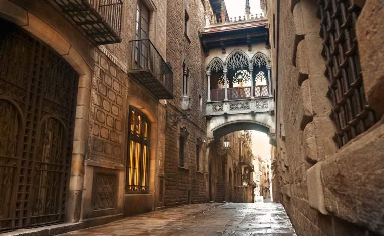 Barcelona Gothic quarter Carrer del Bisbe