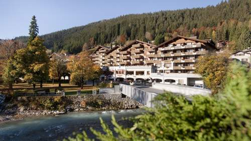 Klosters Parkhotel_Outside Hotel in Fall
