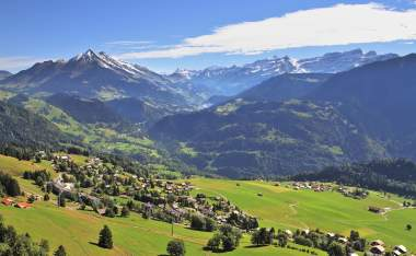 Gorgeous-weather-in-the-resort-town-of-Leysin-in-the-Swiss-Alps