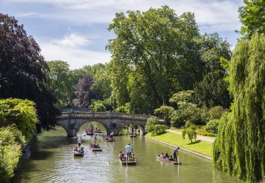 A-picturesque-view-of-Clare-Bridge-over-the-River-Cam-in-Cambridge-UK