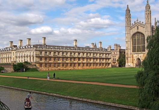 Cambridge-University-Kings-College-viewed-from-across-the-river-Cam