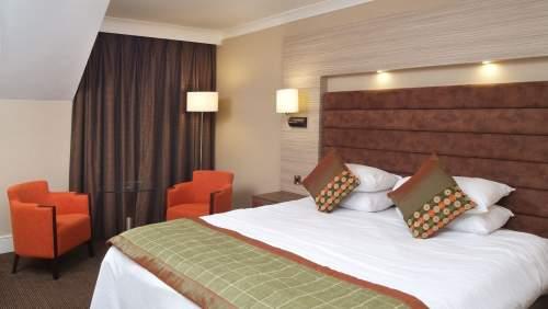 Cheltenham-Chase-bedroom-3