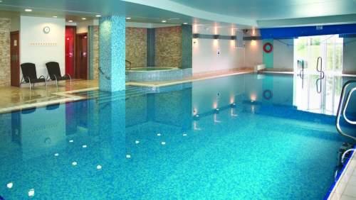 Cheltenham-Chase-swimming-pool-1