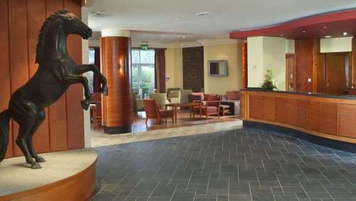 Cheltenham-Chase-lobby-and-lounge