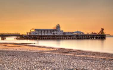 Sunrise-on-Bouremouth-Beach-with-the-Pier-in-the-background