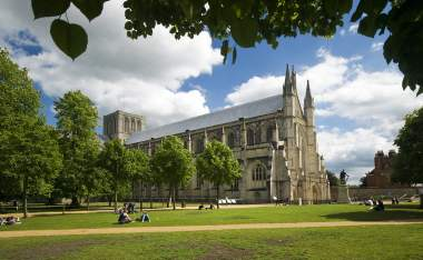 Winchester-Cathedral-on-a-lovely-summer-day