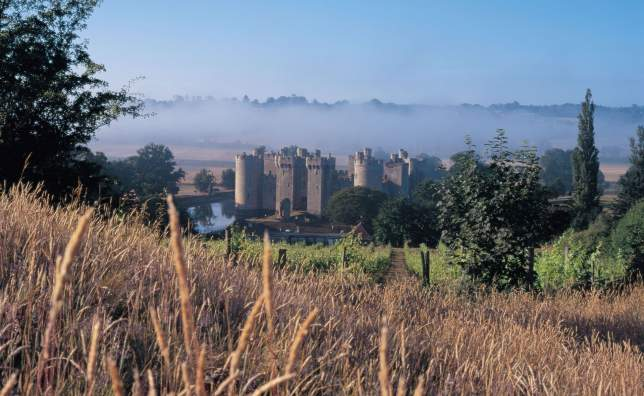 VE20498-View-of-Bodiam-Castle- -Visit England-1066-Country-Marketing