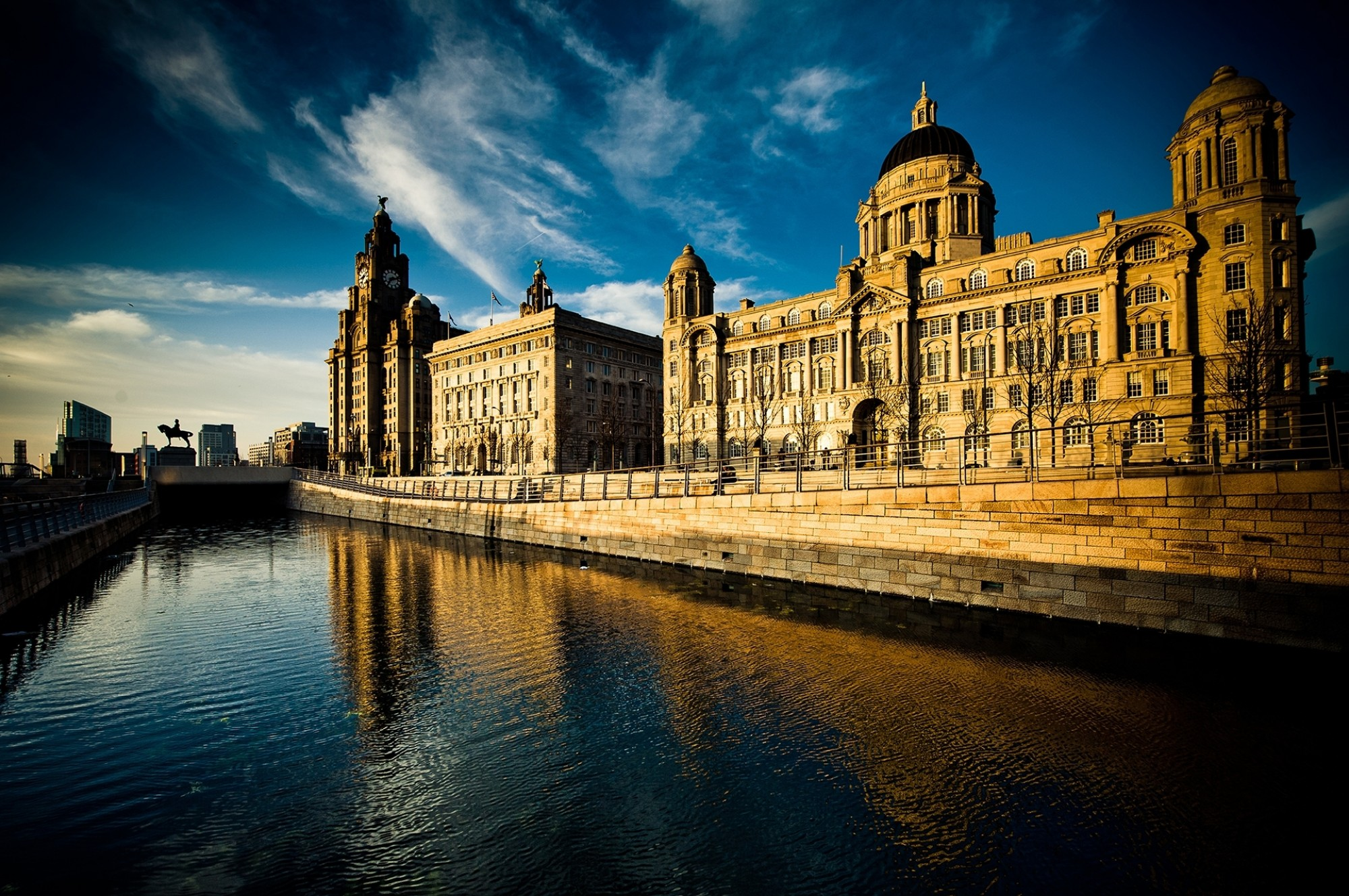 The-Stunning-Skyline-the-Three-Graces-of-Liverpool