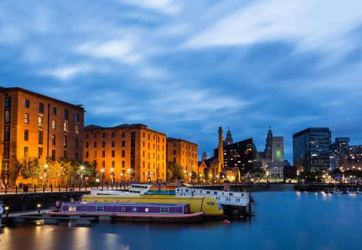 VE25513-Albert-Dock-in-the-evening- -Visit England-Thomas-Heaton
