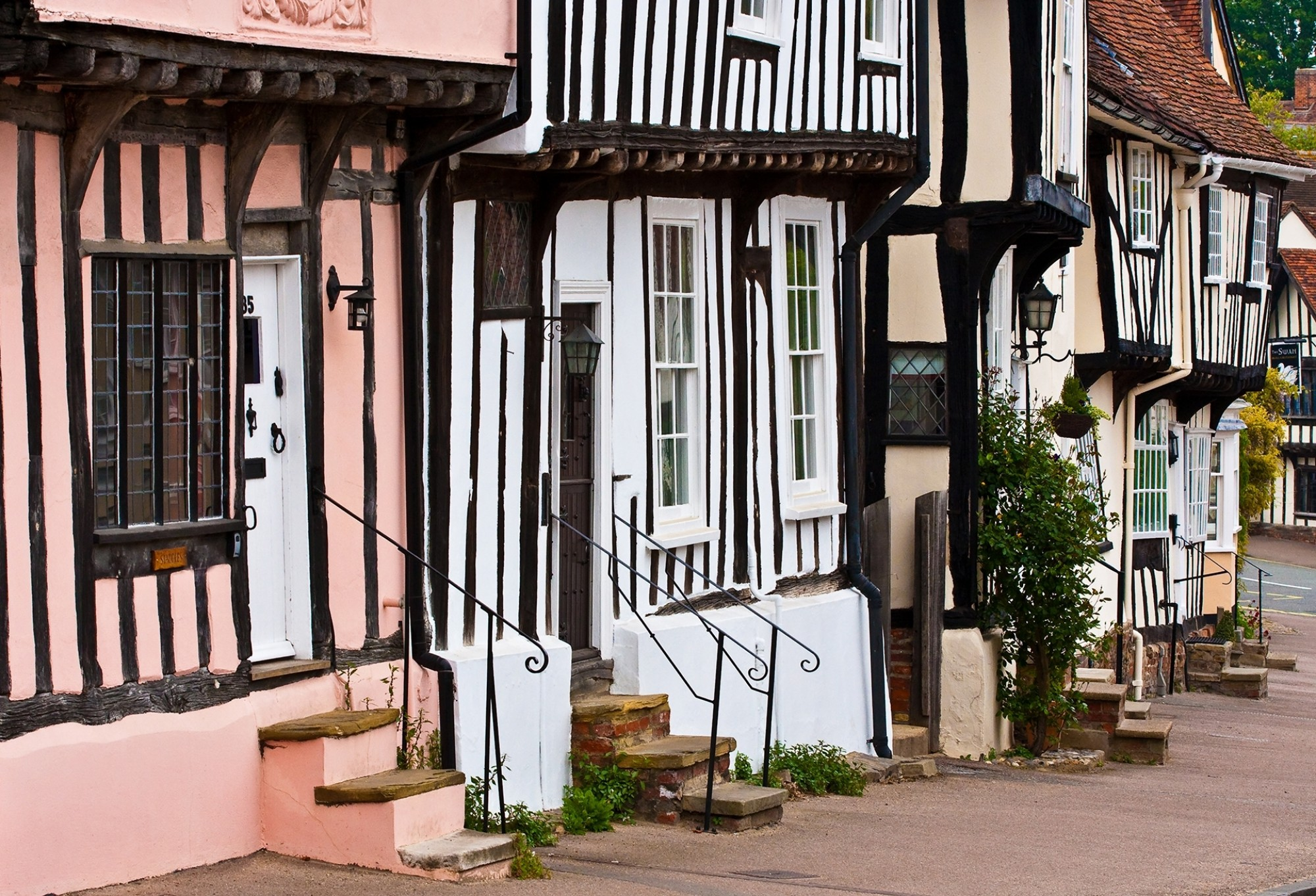 A-row-of-colorful-old-town-houses-in-Lavenham-England