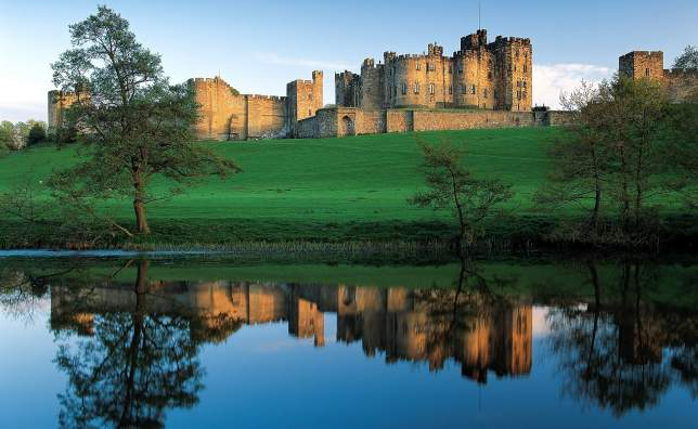Alnwick_castle-www.visitnorthumberland.com